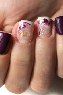 Фиолетовый маникюр мраморный гель лаком