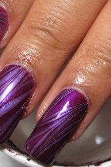 Фиолетовый маникюр мраморный