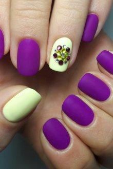 Фиолетовый маникюр неоновый