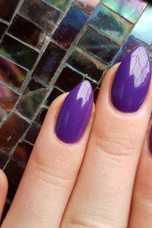 Фиолетовый маникюр на острые ногти