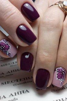 Фиолетовый маникюр с принтом