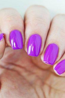 Фиолетовый маникюр простой