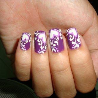 Фиолетовый маникюр с сердцем