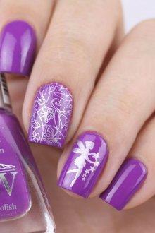 Фиолетовый маникюр с серебряным рисунком
