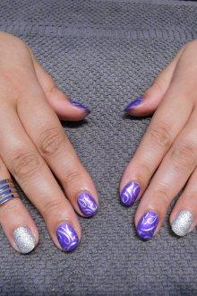 Фиолетовый маникюр серебряный
