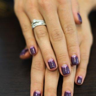 Фиолетовый маникюр стильный