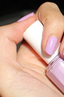 Фиолетовый маникюр светлый с серебром