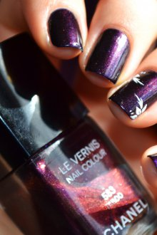 Фиолетовый маникюр темный
