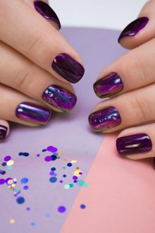 Фиолетовый маникюр со втиркой
