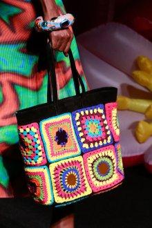 Вязаная сумка крючком с геометрическим рисунком