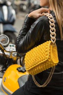 Вязаная сумка желтая маленькая