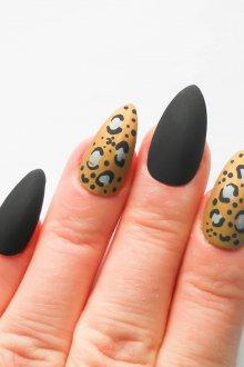 Миндалевидный маникюр леопардовый