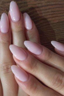 Миндалевидный маникюр на нарощенные ногти