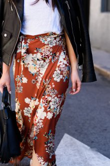 Юбка с запахом коричневая с цветами