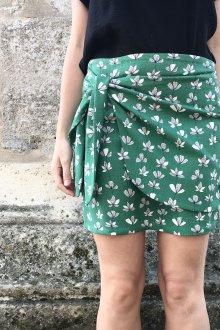 Юбка с запахом зеленая с цветами