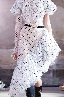 Платье в горошек асимметричное