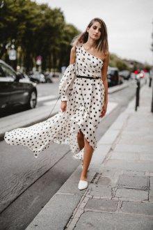 Платье в горошек асимметричное длинное