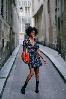 Платье в горошек черное