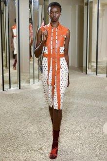 Платье в горошек с кожаными вставками