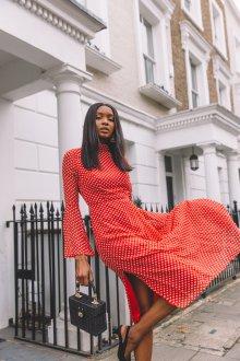 Платье в горошек красное клеш