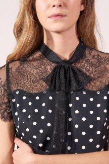 Платье в горошек с кружевом