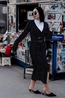 Платье в горошек повседневное
