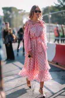 Платье в горошек розовое