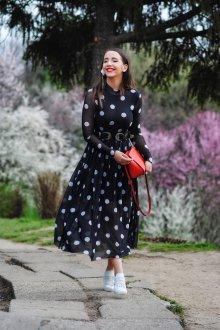 Платье в горошек с летящей юбкой