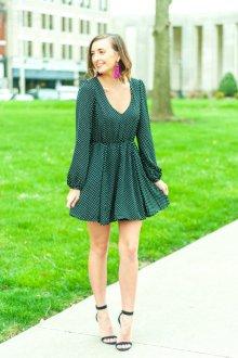 Платье в горошек зеленое