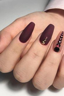 Коричневый маникюр на длинные ногти