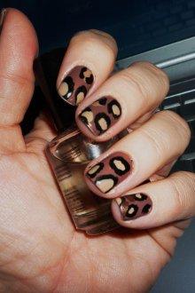 Коричневый маникюр леопардовый