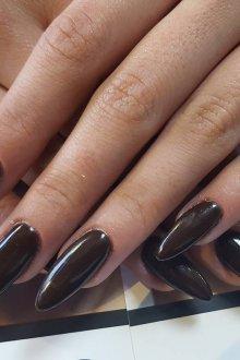 Коричневый маникюр на миндальные ногти