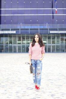 Красные кеды с джинсами