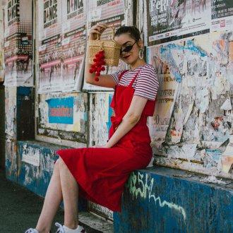 Красные кеды модные