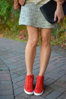 Красные кеды с юбкой