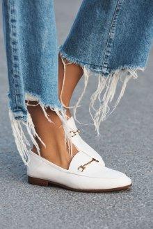 Лоферы женские белые модные