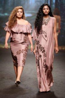 Платье для женщин с животом пудровое
