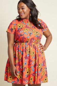 Платье для женщин с животом яркое
