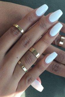 Маникюр на длинные ногти белый однотонный