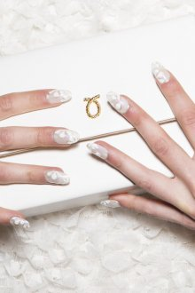 Маникюр на длинные ногти белый