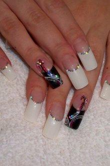 Маникюр на длинные ногти с блестками
