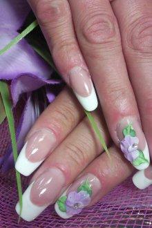 Маникюр на длинные ногти френч с объемным декором