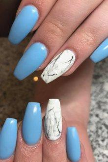 Маникюр на длинные ногти голубой