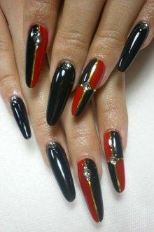 Маникюр на длинные ногти графичный