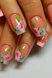 Маникюр на длинные ногти с цветочными наклейками