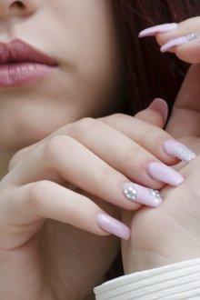 Маникюр на длинные ногти нежный