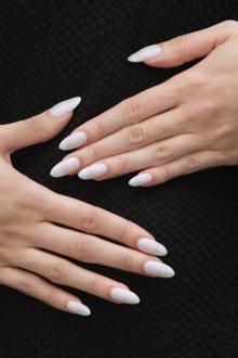 Маникюр на длинные ногти однотонный