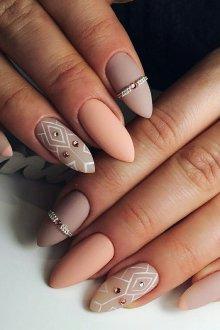 Маникюр на длинные ногти пастельные
