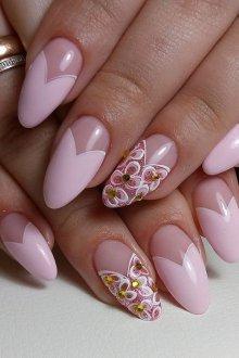 Маникюр на длинные ногти пудровые
