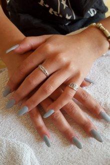Маникюр на длинные ногти серые